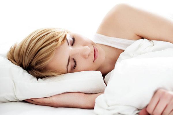 女性睡觉.jpg